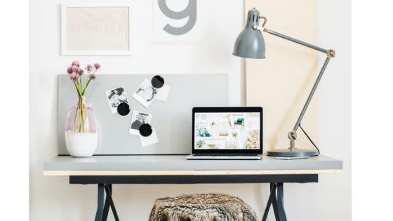 biurko - Jak osiągnąć work-life balance pracując zdalnie?